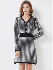 Wholesale Fashion Buttons V-neck Houndstooth Knitting Dress
